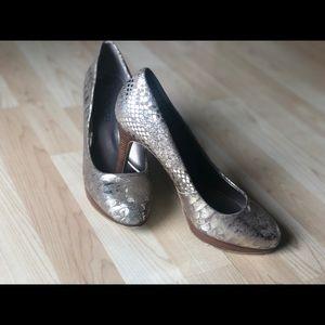 GUC Gold Heels by Moda Spana Sz 7.5